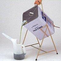 らくする 洗剤の小分けに便利な一斗缶(いっとかん)ホルダー